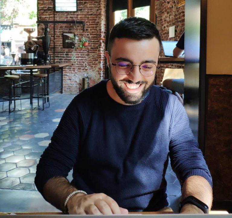 foto mia mentre lavoro in un café di Buenos Aires